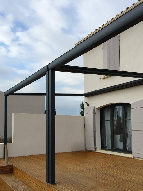 installation d 39 une pergola sur mesure de 10x4m. Black Bedroom Furniture Sets. Home Design Ideas